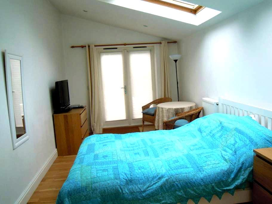 Comfortable, self-contained flatlet - free parking - Cambridge - Appartement