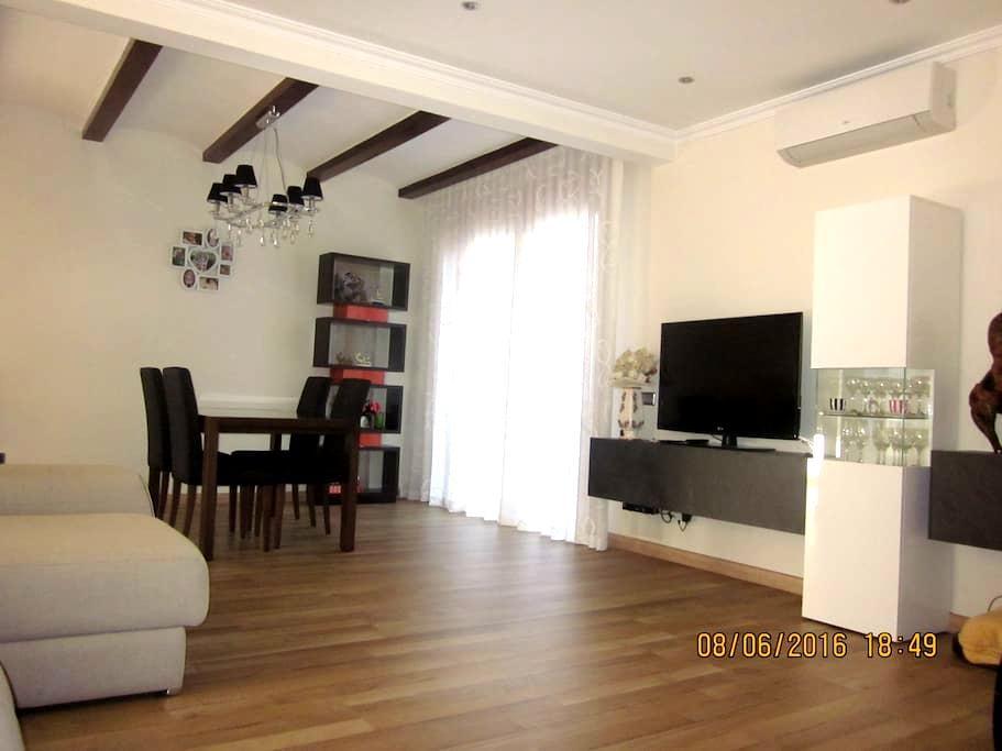 Casa muy cómoda cerca de Barcelona. - Montcada i Reixac - Huis