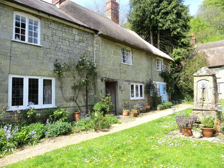 18c Cottage in gated courtyard - Shaftesbury - Casa