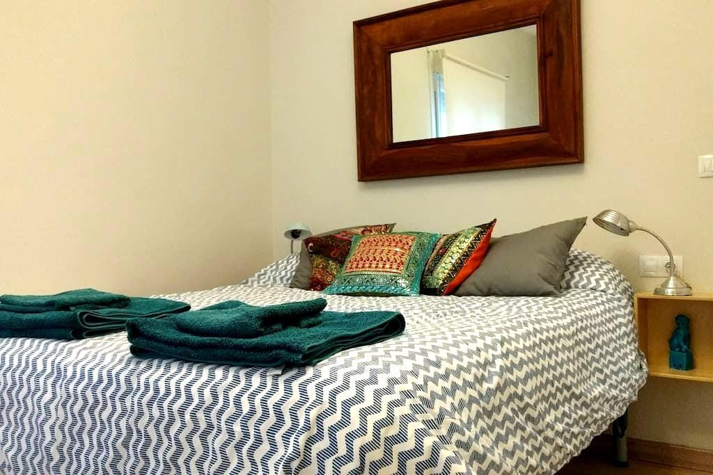 Queen size bed 300 metres away from the Guggenheim - Bilbo - Daire