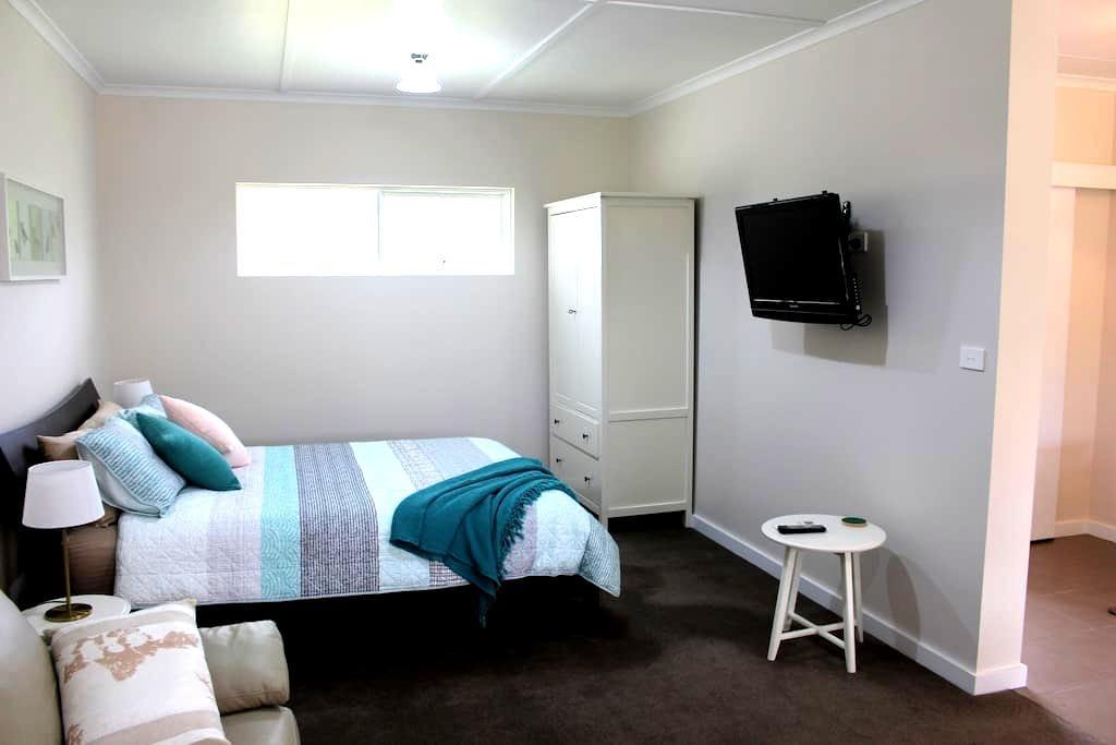 Picturesque Studio Apartment on the Surf Coast - Mount Duneed - Departamento