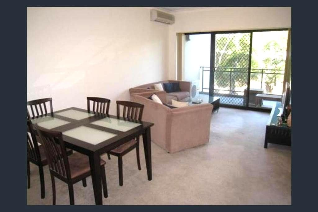 Quiet place with balcony - Greenwich - Apartamento