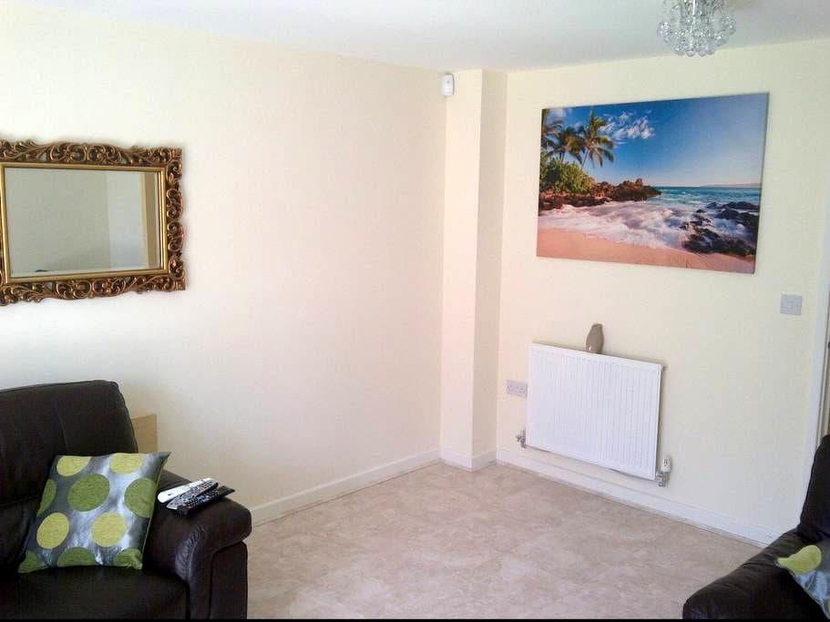 2 Bedroom House in Watford - Watford - Casa
