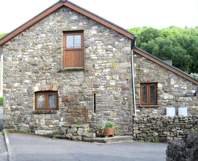Converted stable in South Wales - Glyn-Nedd - Huis