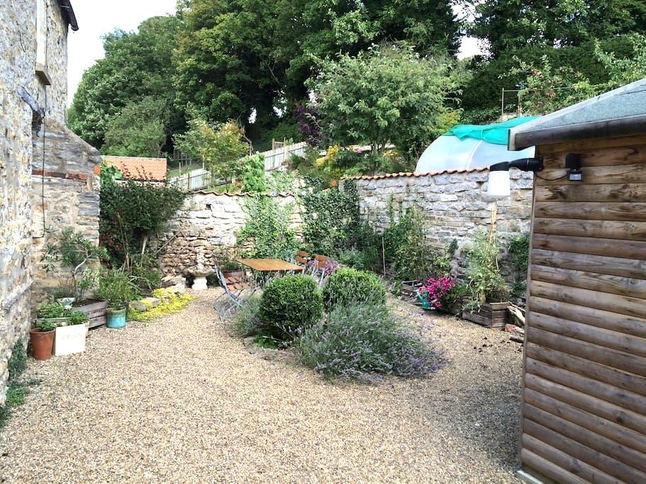 A Charming Jolly Cottage. - Kirkbymoorside