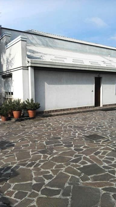 Comfortable and spacious room 3 in a private house - Lissone - Huis