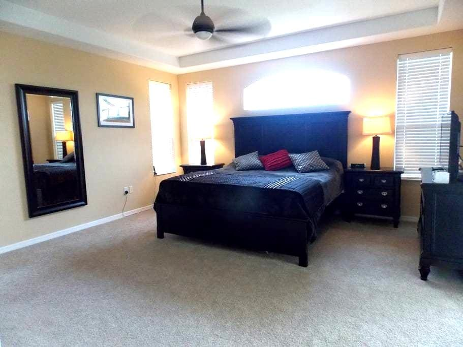 Luxury Master bedroom with pool - Bradenton