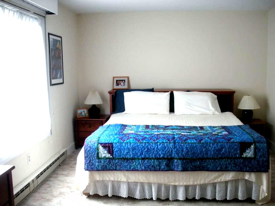 Private room with private bath - Quechee - Apto. en complejo residencial