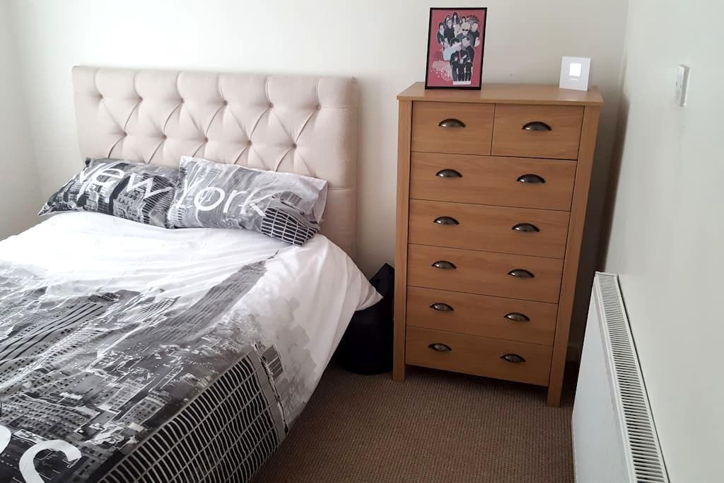 Double bedroom , 5 min from J63 0n A1 - County Durham - Ev