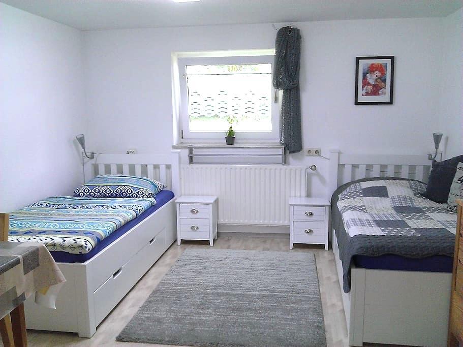 Ruhig gelegene Einliegerwohnung - Haunsheim - Appartement