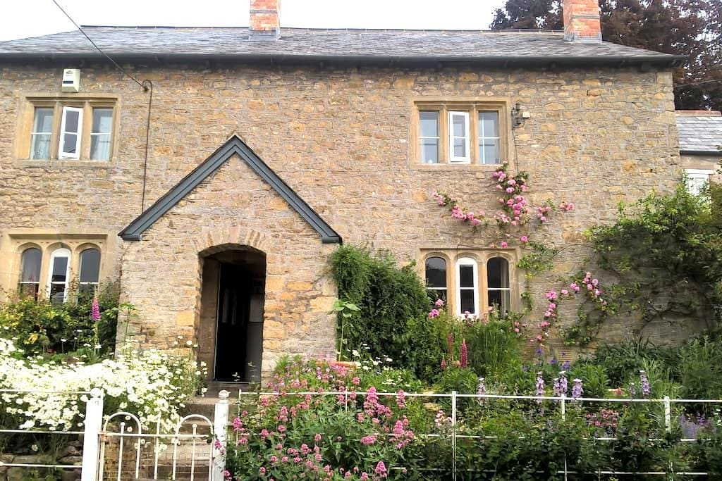 Lovely twin en-suite with its own access, Batcombe - Batcombe - Bed & Breakfast