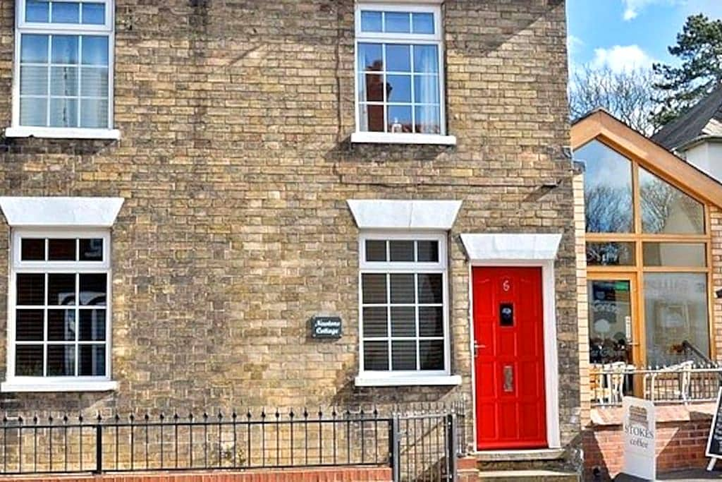 Newton's Cottage - Waltham - Huis