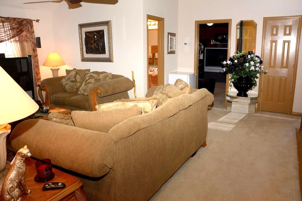 Private 2BD 2BA Suite Shared Entry - Mesquite - Huis