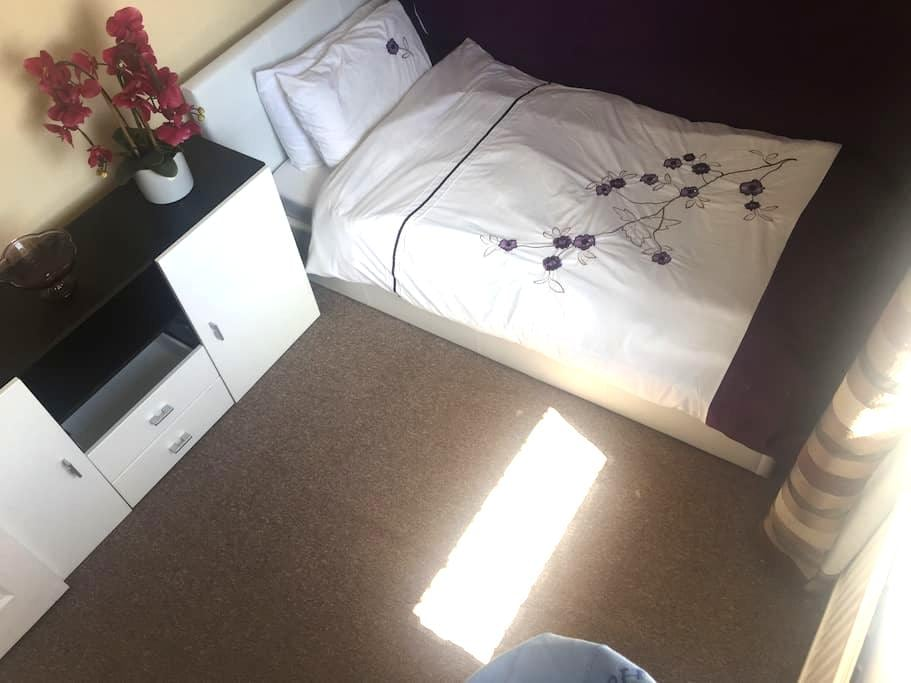 Relaxing in comfort - Single room - Frimley - Dům