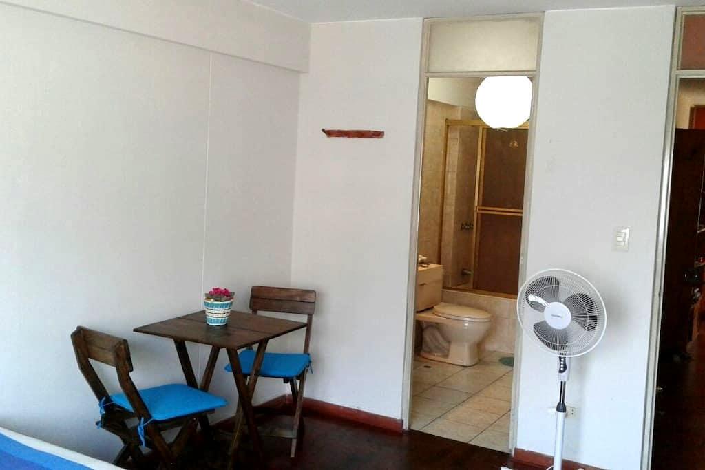 Doble bedroom & private bathroom in Miraflores - Miraflores - Lägenhet