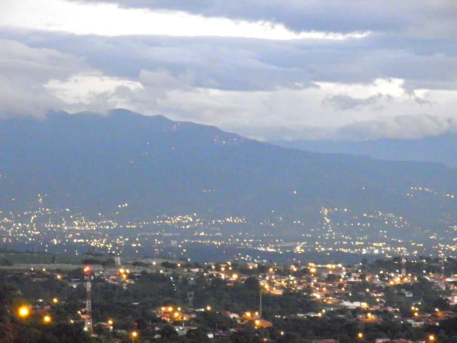 COSTA RICA--SARCHI, BEAUTIFUL VIEWS - San Pedro-Sarchi - Pis