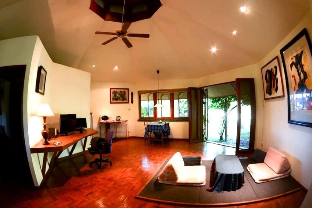 Quiet bungalow for creative-pond. - San Kamphaeng - Дом