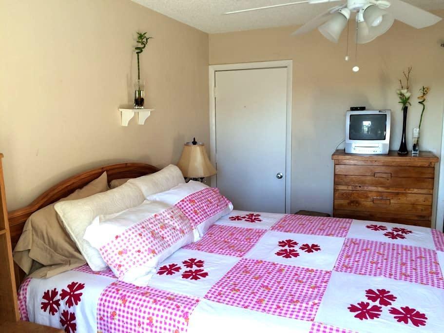 Sunny, cozy lakeside room - Lake Worth - Huis