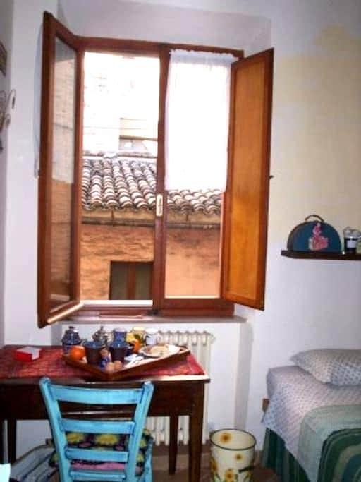 Camera con ingresso e bagno privato - Macerata - Oda + Kahvaltı
