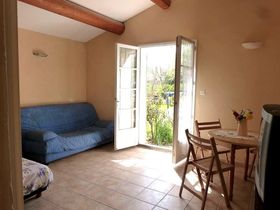 Studio vacances piscine proche du Mont Ventoux - Modène - Apartamento