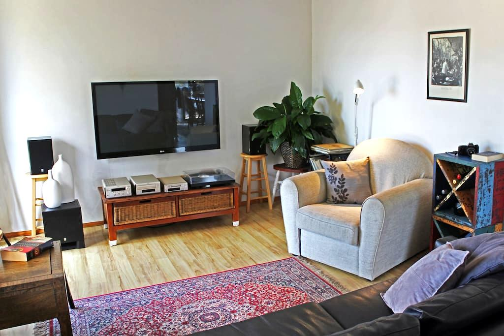 THE INTREPID SCHOLAR: Sunlit, 1BR. - North Wollongong - Wohnung