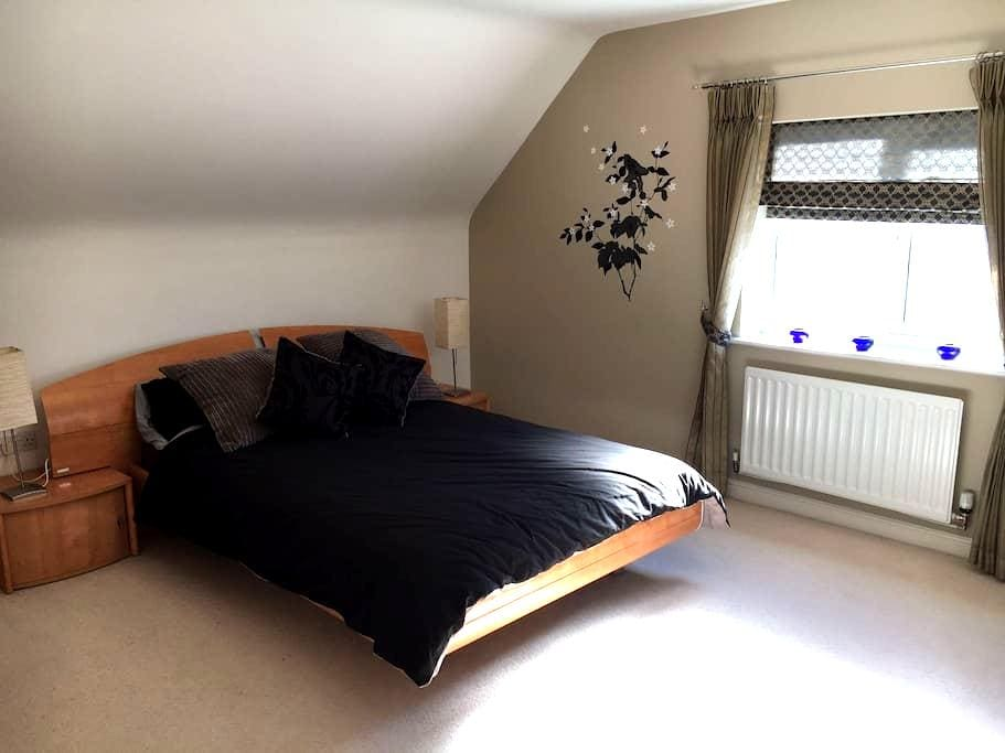 Private Double Bedroom with Private Bathroom - Sutton Coldfield - Casa
