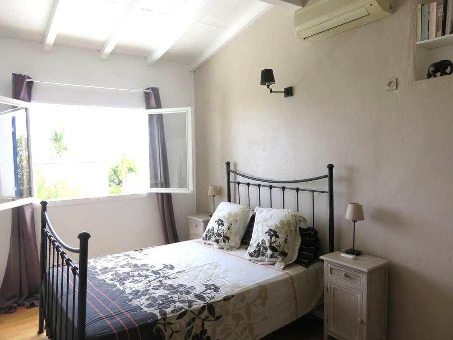 Jolie chambre spacieuse - Plateau-Caillou - Casa