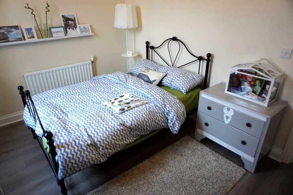 Charming double bedroom with free car parking - Newcastle upon Tyne - Apartemen