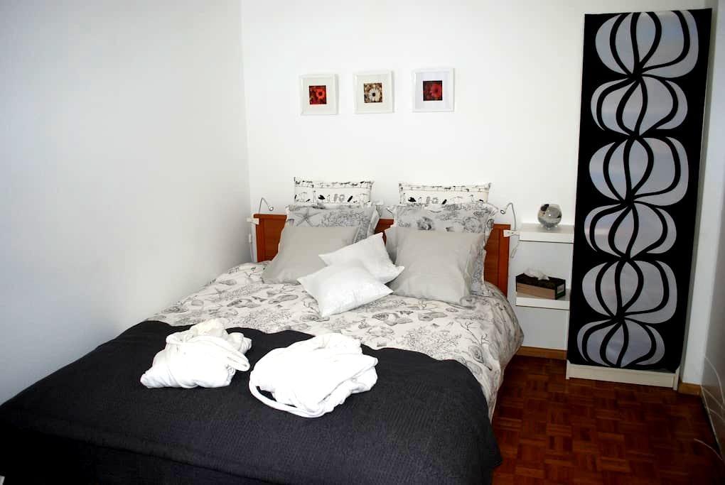Jolie chambre pour deux personnes - Genève - Bed & Breakfast