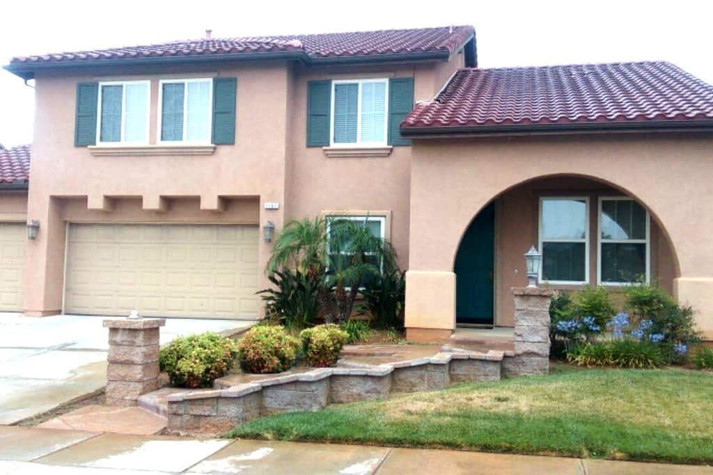 PvtRm/Bath Near Palm Springs (1) - Beaumont - Hus