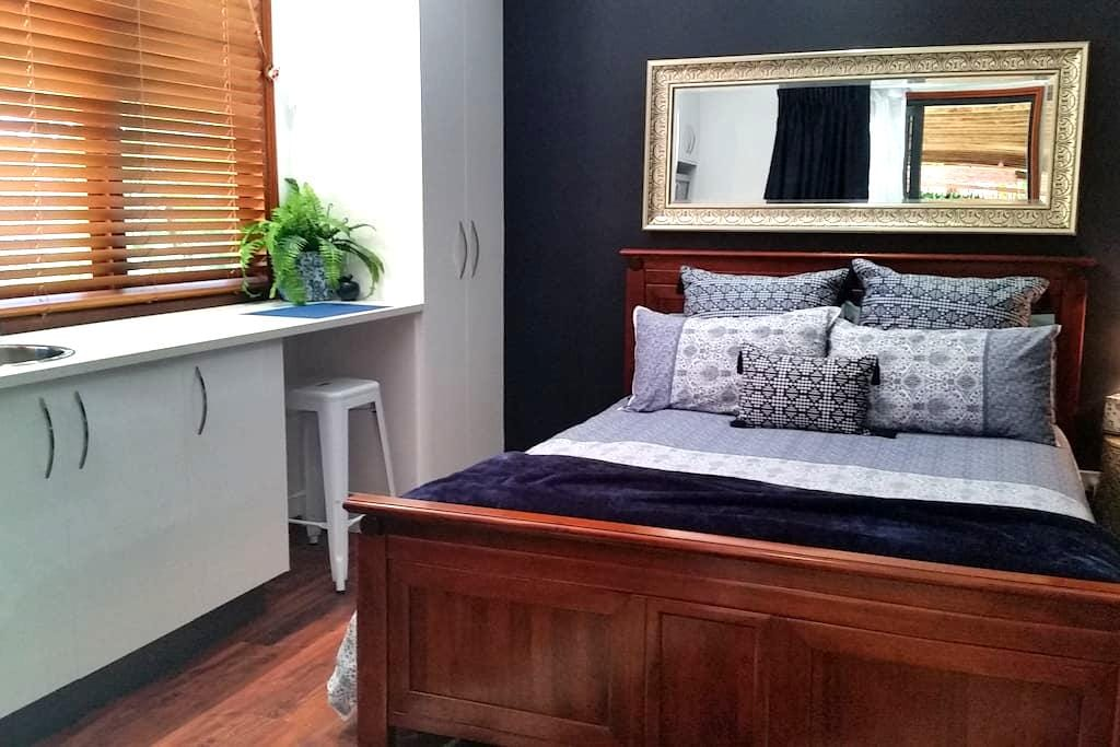 """Blue Bay"" Studio - Queen Bed - Urangan - Altres"