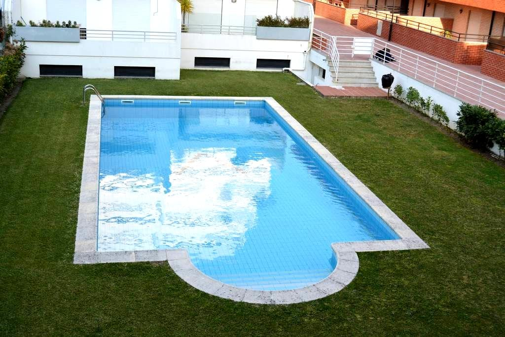Flat with terrace and nice swim. pool - Esposende - Appartement