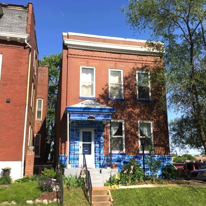The Blue House off Cherokee Street. - St. Louis - Ev