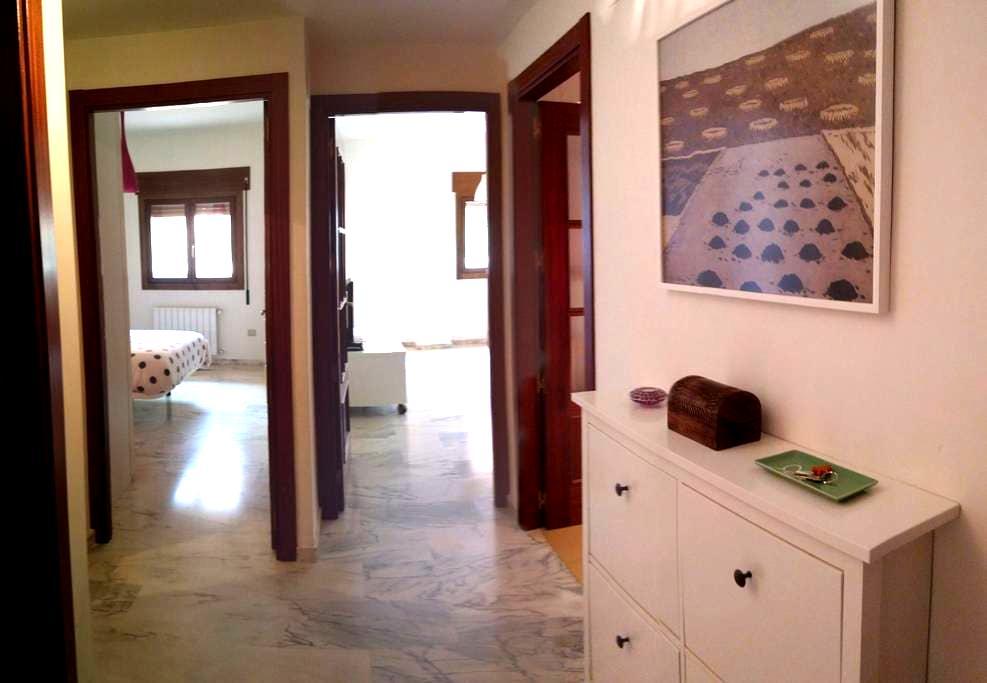 Apartamento nuevo con garaje. - Mérida - Apartamento