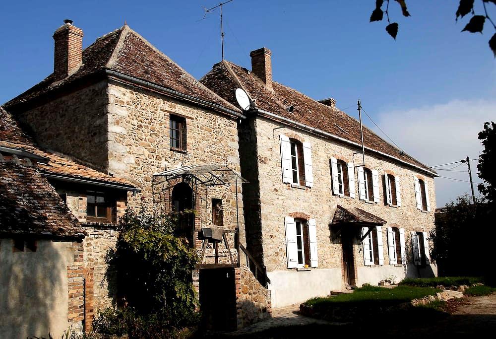 Sérénité dans une ferme en pierre du XVIIème - Villebougis - Casa