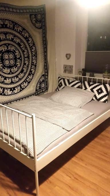 Schönes Zimmer/zentrale Lage - Kiel - Appartement