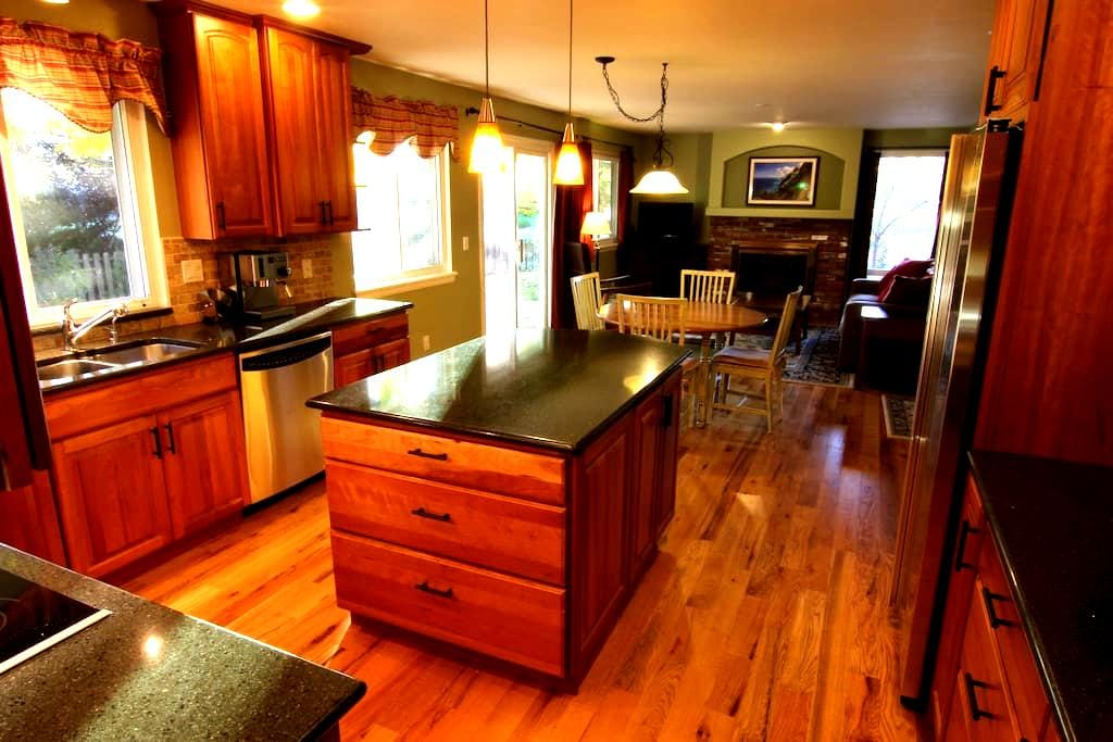 Large, comfortable, furnished home - Louisville - Casa