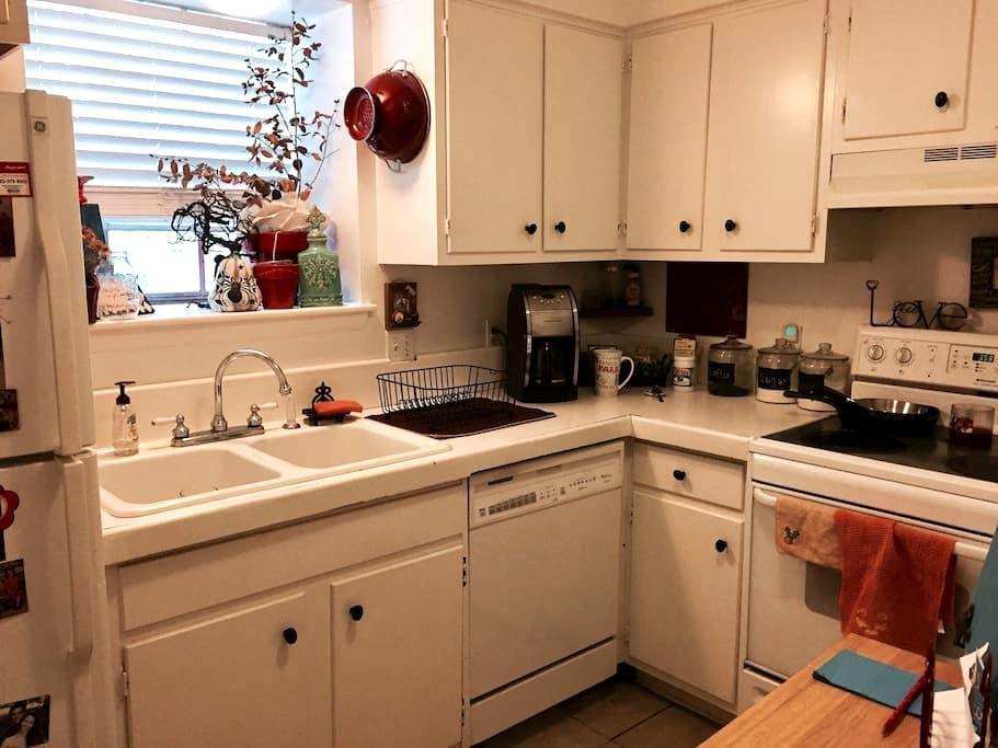 Spacious Centrally Located/LSU/Downtown Apartment - Baton Rouge - Apartamento