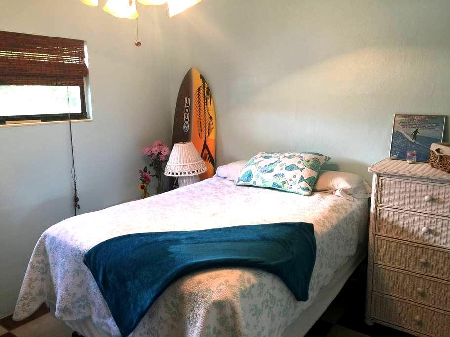 Surfers Bungalow & Walk to Downtown - Cocoa Beach - Bungalow