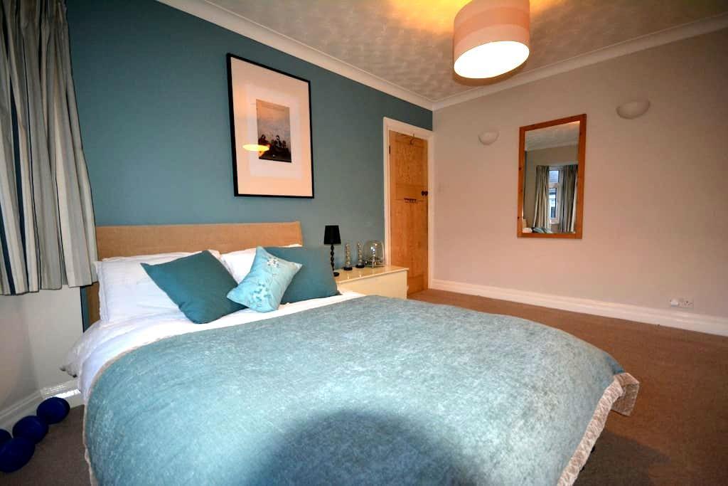 Spacious Double Room in Twickenham - Twickenham - Casa