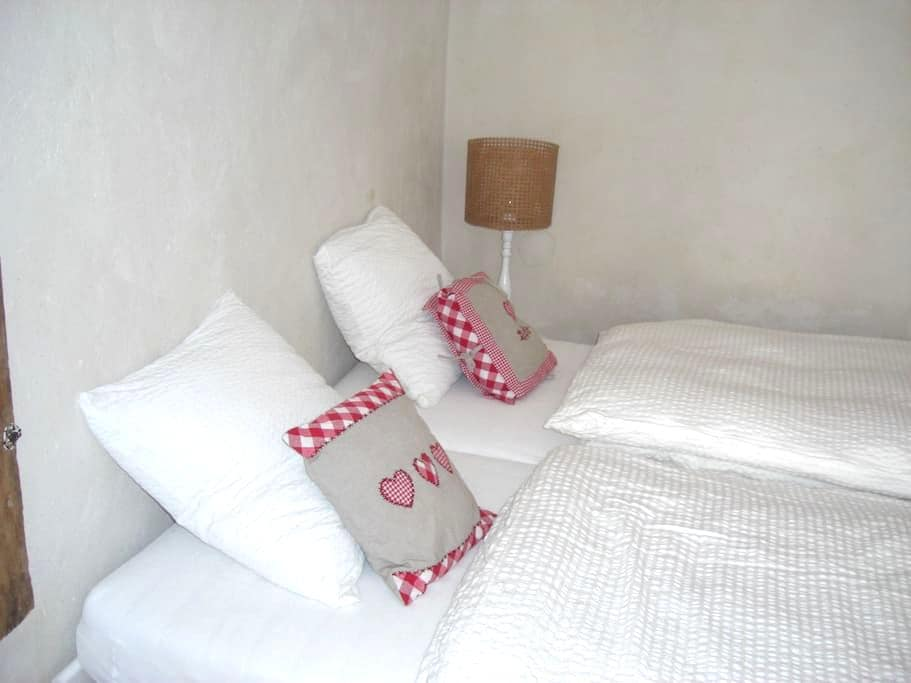 White Double room in Cully Village - Cully - Villa