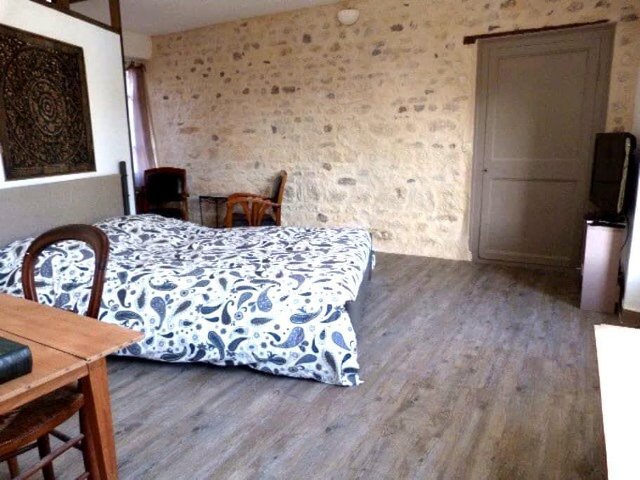 Chambre avec SdB, entrée privative - Parmain - Casa