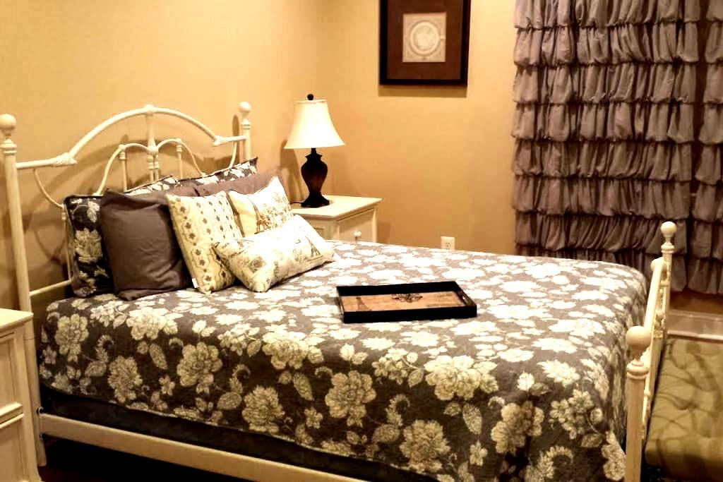 Spacious QBR with En-Suite Private Bath - Alexandria - House