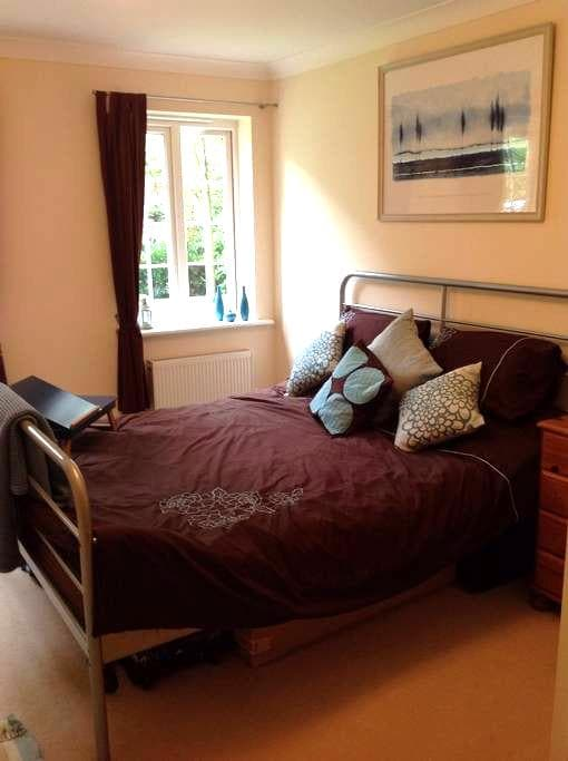 Light & spacious room near NEC/BHX - Solihull - Daire