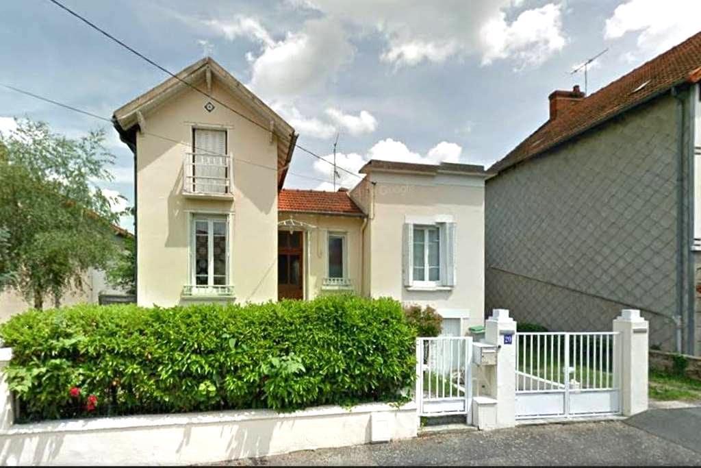 Maison conviviale dans une rue calme - Montluçon - Maison