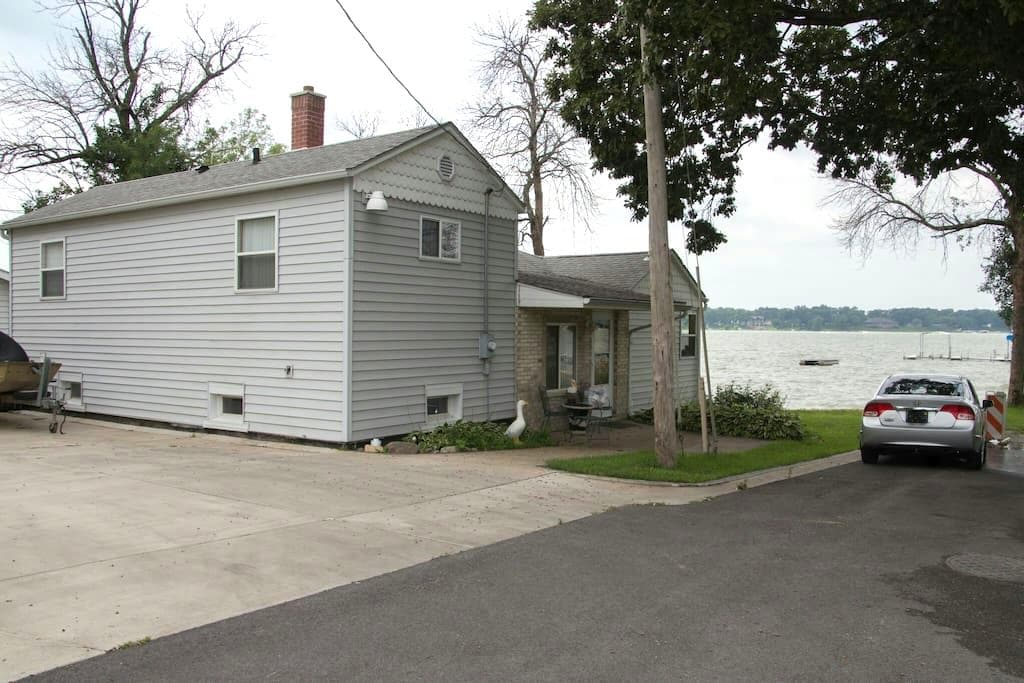 Lake front property - Cedar Lake - Dům