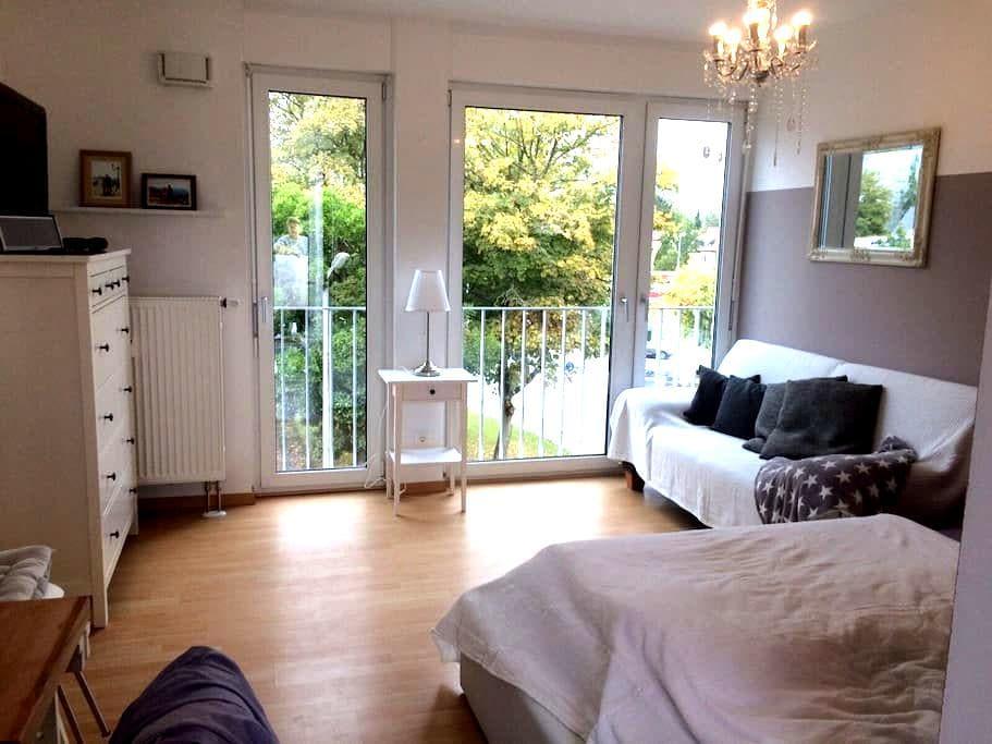 Sonniges, ruhiges Appartement mit Dachterrasse - Regensburg - Apartemen