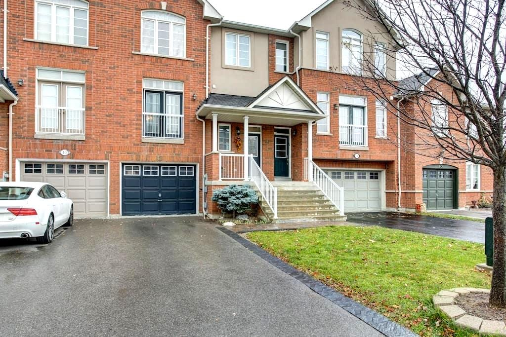 Equipped & Private Bachelor Suite! - Vaughan - Reihenhaus