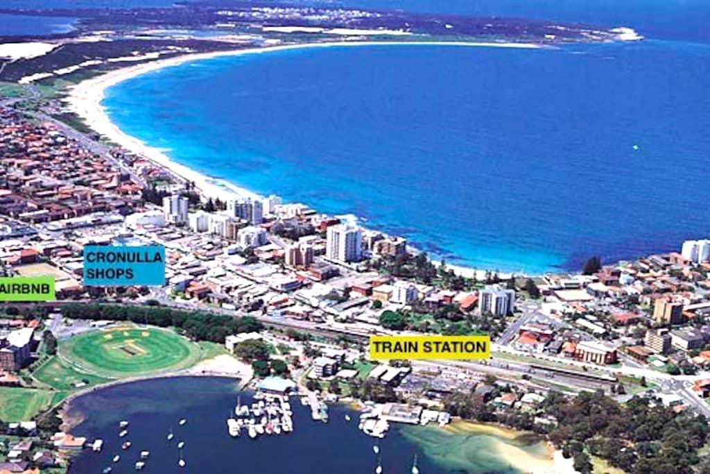 Central 2-Bed unit - Walk to Beach/Train/Shops - Cronulla - Daire