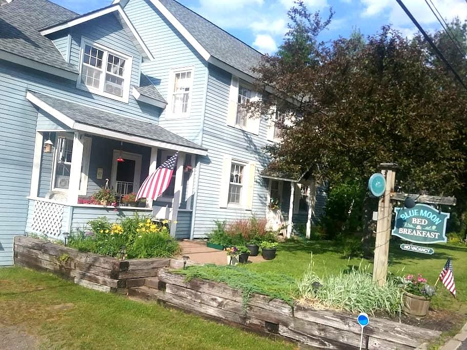 Blue Moon Bed and Breakfast - Lake Placid - Pousada